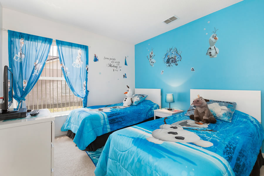 Disney's Frozen themed Twin bedroom