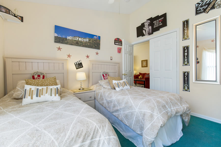 Old Hollywood Movies Themed Twin Bedroom